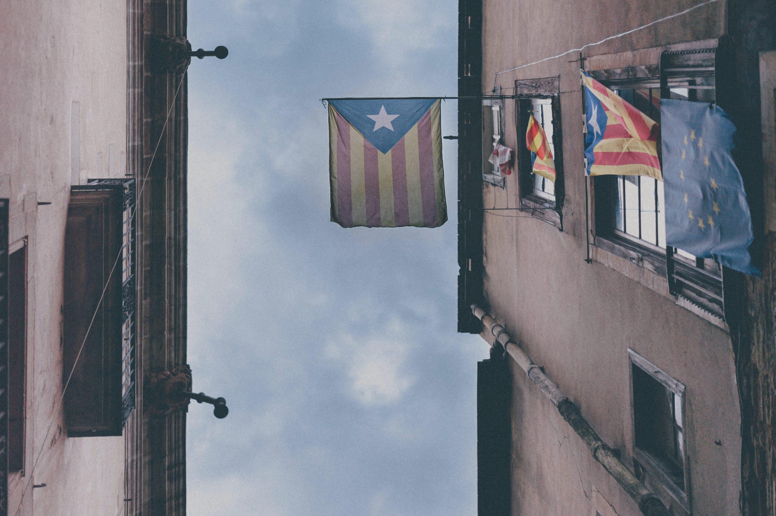 Balcón con esteladas